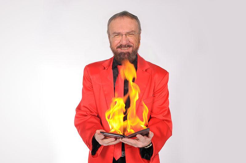 Zauberer Berlin mit Feuer